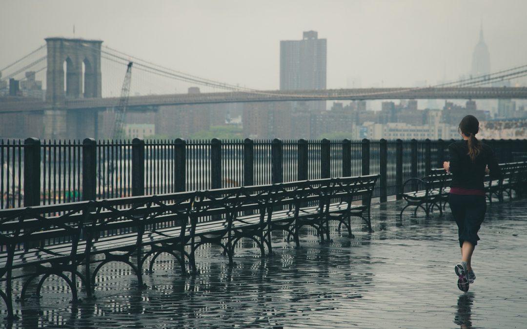 Courir sous la pluie, nos conseils avant de se jeter à l'eau