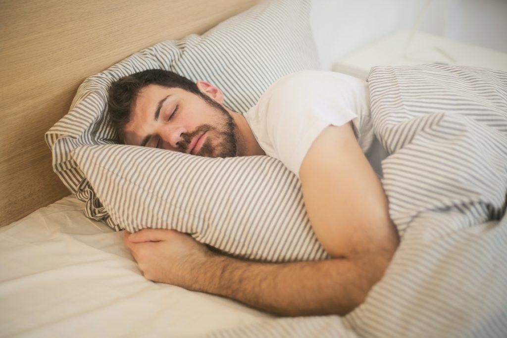Homme endormi