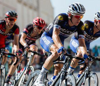 Coureurs cyclistes en équipe